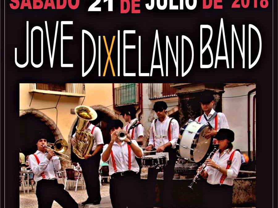 Jove Dixieland Band en la plaza del Ayuntamiento de Vinalesa el 21 julio
